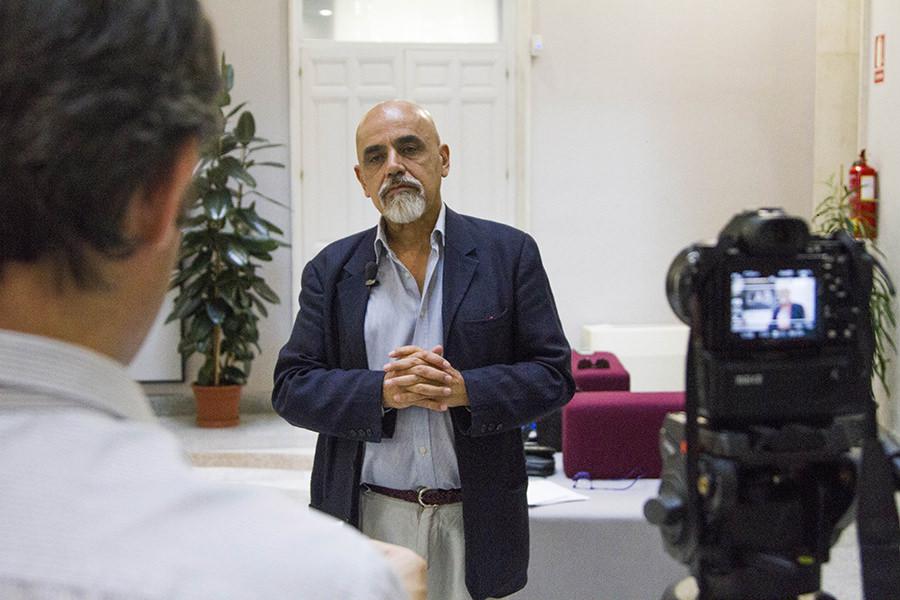 Mario Rajas entrevistando a Gerardo Ojeda