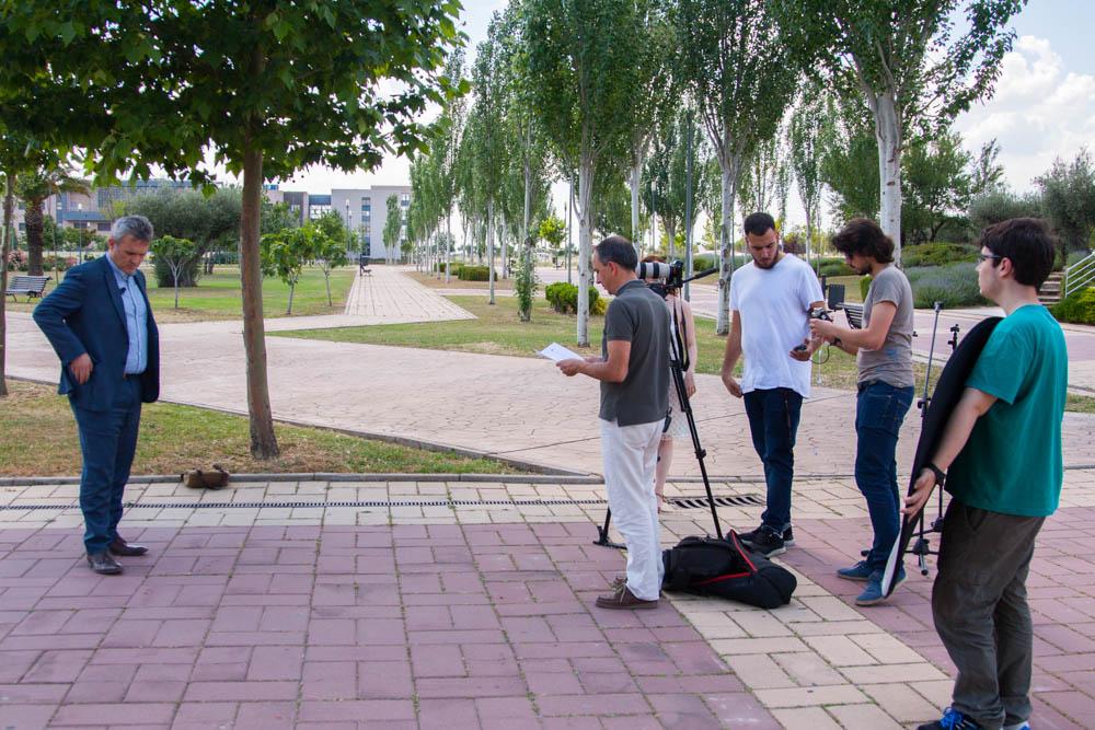 Preparación del set de Rodaje para la entrevista a Jose Fernando García sobre comunicación eficiente