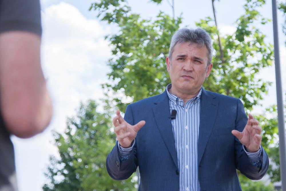 Jose Fernando García Rodenas contestando a las preguntas sobre comunicación eficiente.