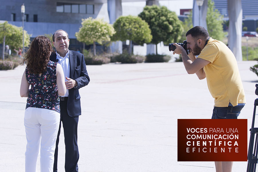 Preparación del rodaje junto al logo de Ciberimaginario y Voces para una Comunicación científica eficiente